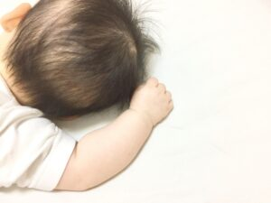 赤ちゃん(後ろの頭)