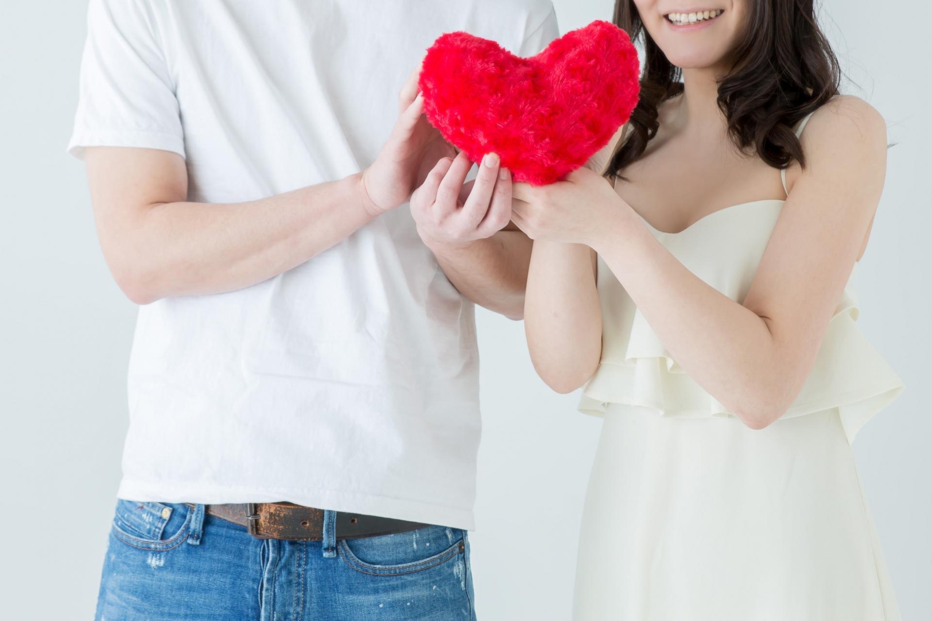 ハートを持つを持つ夫婦