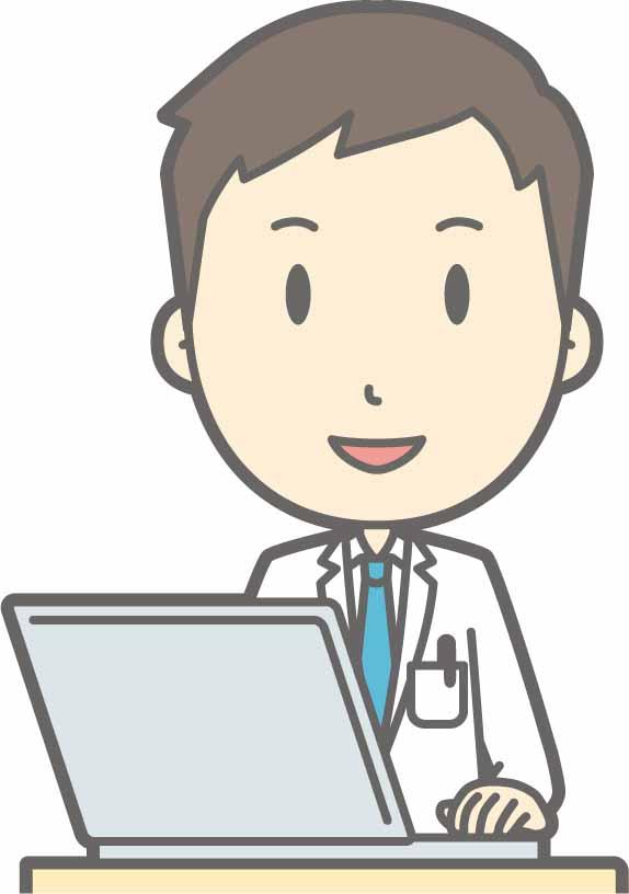 笑顔でPC作業を行う男性医師