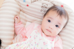 生後8ヶ月の乳幼児の写真
