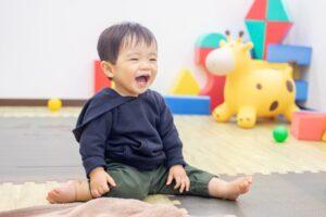 保育園/託児所/キッズカフェで遊ぶ男の子