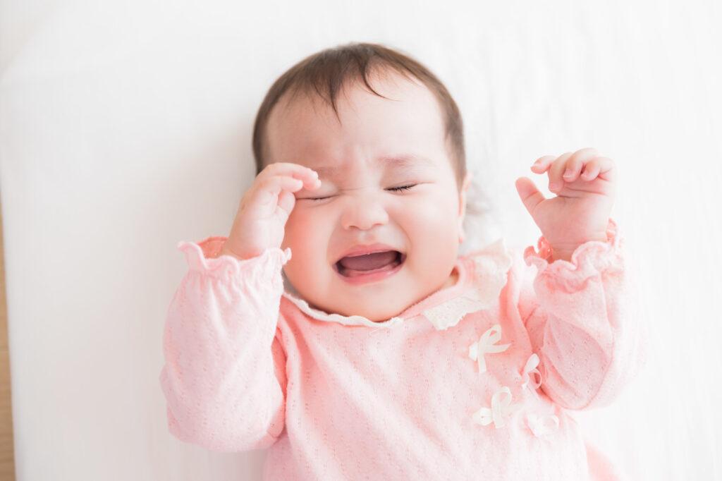 眠たくて仕方がない赤ちゃん
